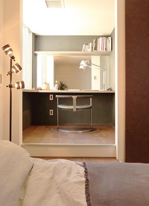 主寝室にプランニングした書斎は趣味を存分に楽しめるプライベート空間